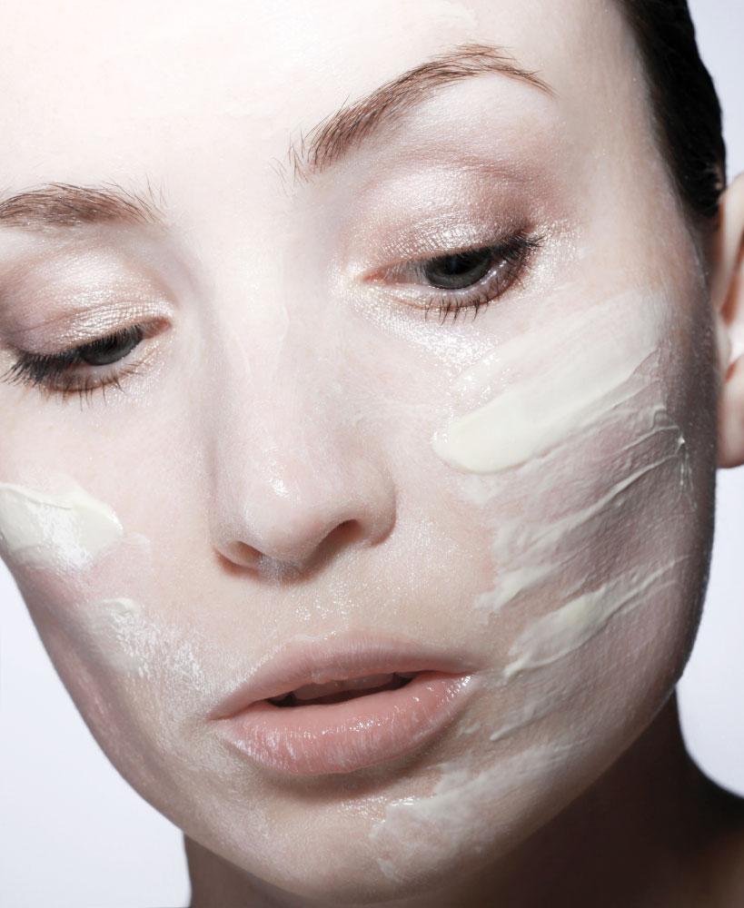 Čiščenje aknaste kože na obrazu