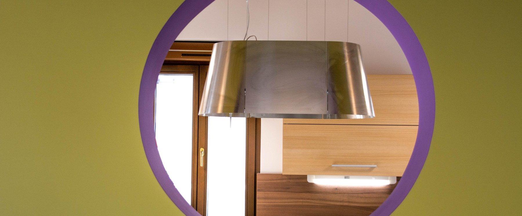 Atraktivni in moderni videz stropnih, stenskih in talnih svetil