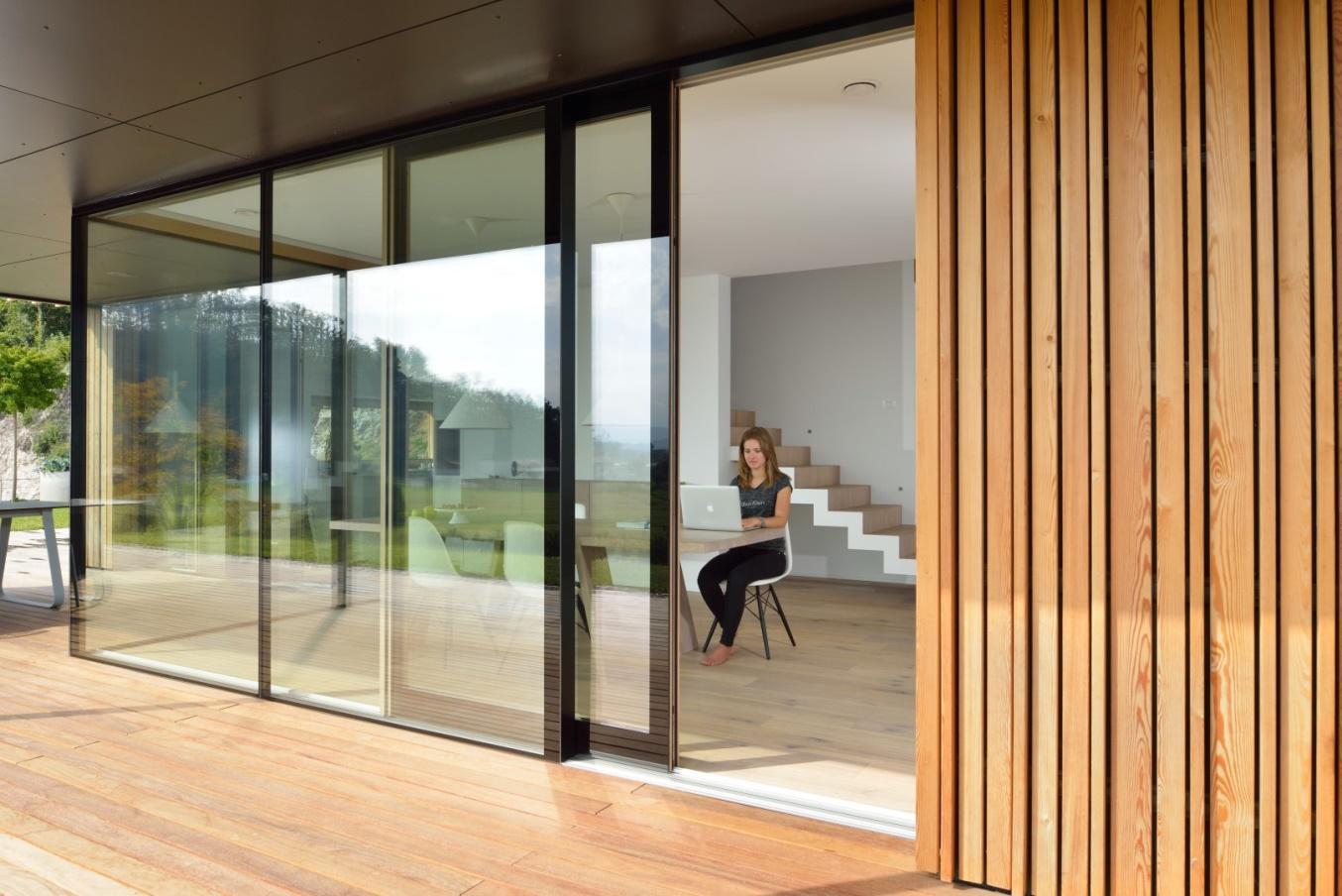 Kvalitetna lesena okna z alu oblogami