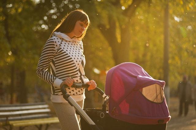 Mamica z vozičkom