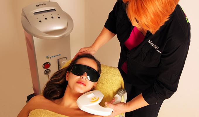 Fotopomlajevanje kože na obrazu