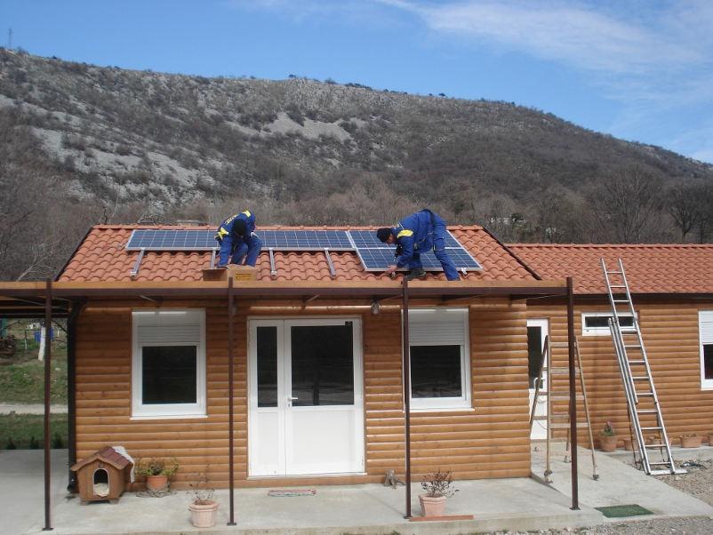 Sončna elektrarna za vikend v Sloveniji